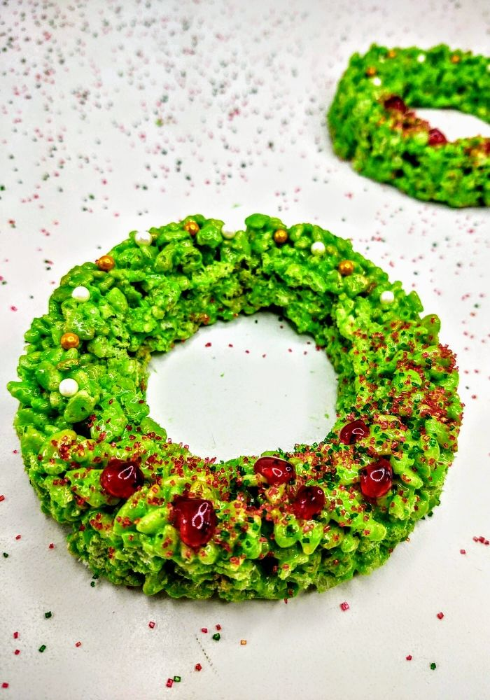 2 holiday wreath rice krispie treats